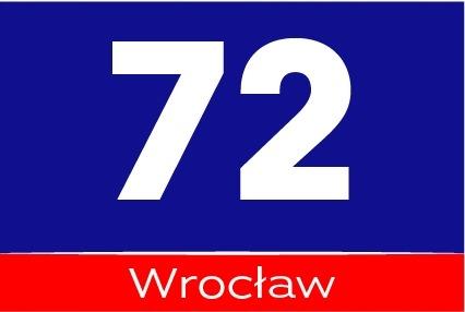 tabliczka adresowa z numerem domu