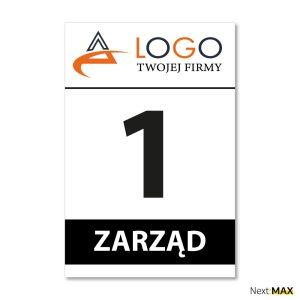 tabliczka parkingowa z logo i numerem rejestracyjnym